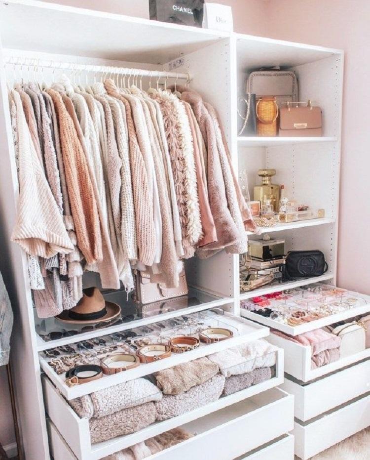 Ilustrasi pakaian di lemari, Sumber : moslemlifestyle.com